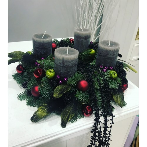 Веночек Адвента с ежевикой и черными бусами