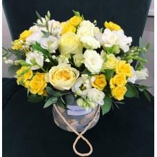 Коробочка с желтыми розами