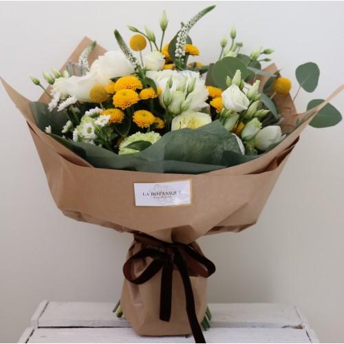 Bouquet of roses, ornithogalum and eucalyptus