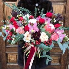 Bouquet with potea and David Austin roses