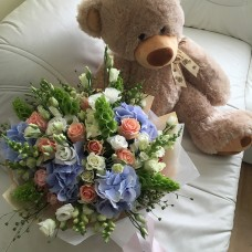 Bouquet with peach roses, hydrangeas and lisianthus