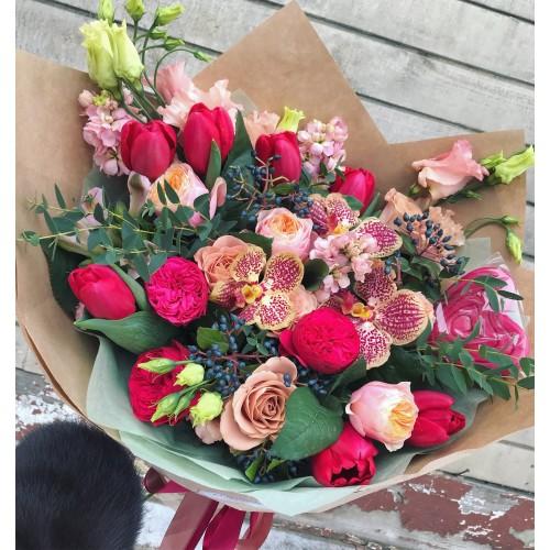Букет с орхидеей и розами Ред пиано