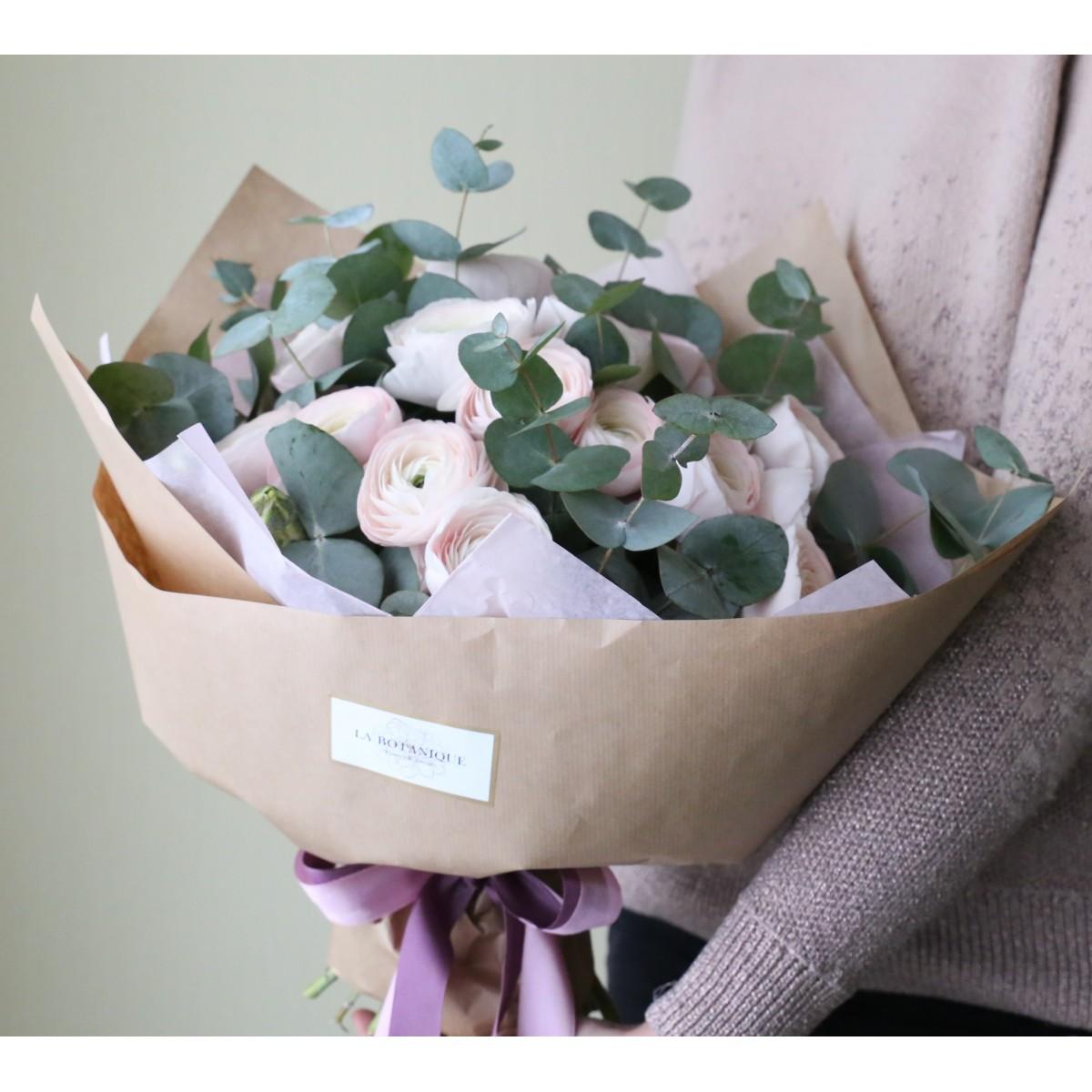 Ranunculus With Eucalyptus Bouquet