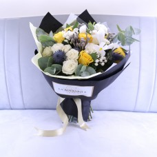Bouquet with yellow roses and silver brunia