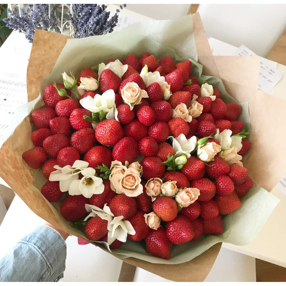 Buy Strawbery And Mint Bouquet Delivery In Riga And