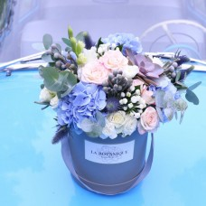 Box with blue hydrangea and brunia