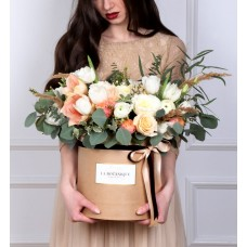 Box with peach color roses, silver brunia and cotton, size M