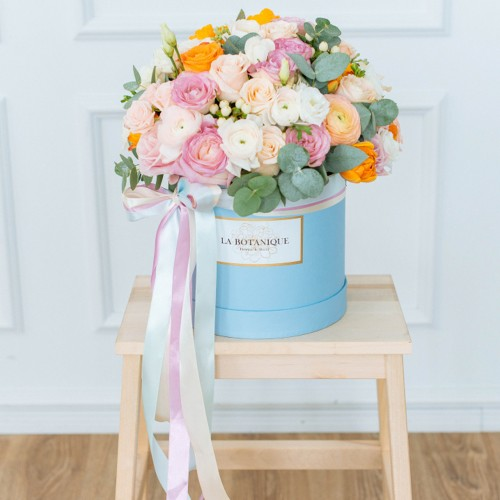 Box with peony roses and ranunculus. Size M
