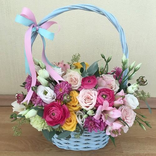 Basket with ranunculus