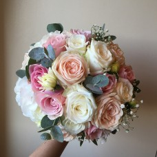 Pastel shades roses bouquet